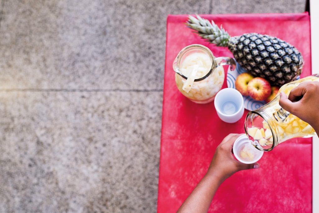 Água aromatizada com frutas: estratégia deu certo para substituir refrigerantes na Emef Sylvia Pires, no Ipiranga, em São Paulo | Foto: Gustavo Morita