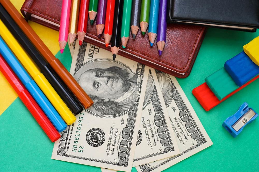 O que é visto como gasto inútil na escola pública torna-se investimento nas particulares; leia coluna de José Pacheco