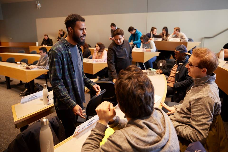 MIT se aproxima da América Latina